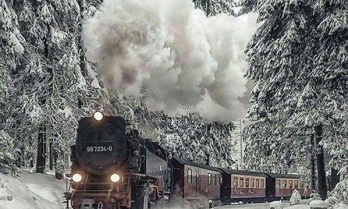 Sui treni lenti, le stazioni, le parole e gli abbracci